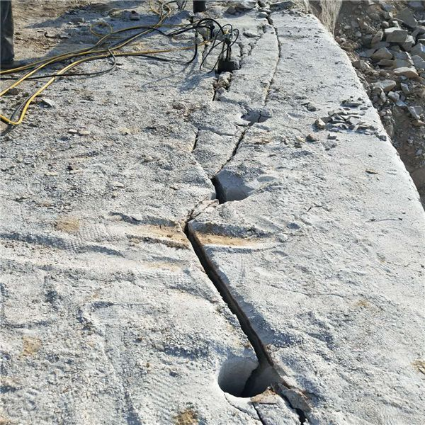 六安市舒城大块废石破碎替代炮机破碎岩石