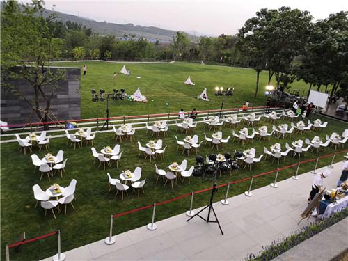 鹤壁十人台桌子出租如何选择桌椅