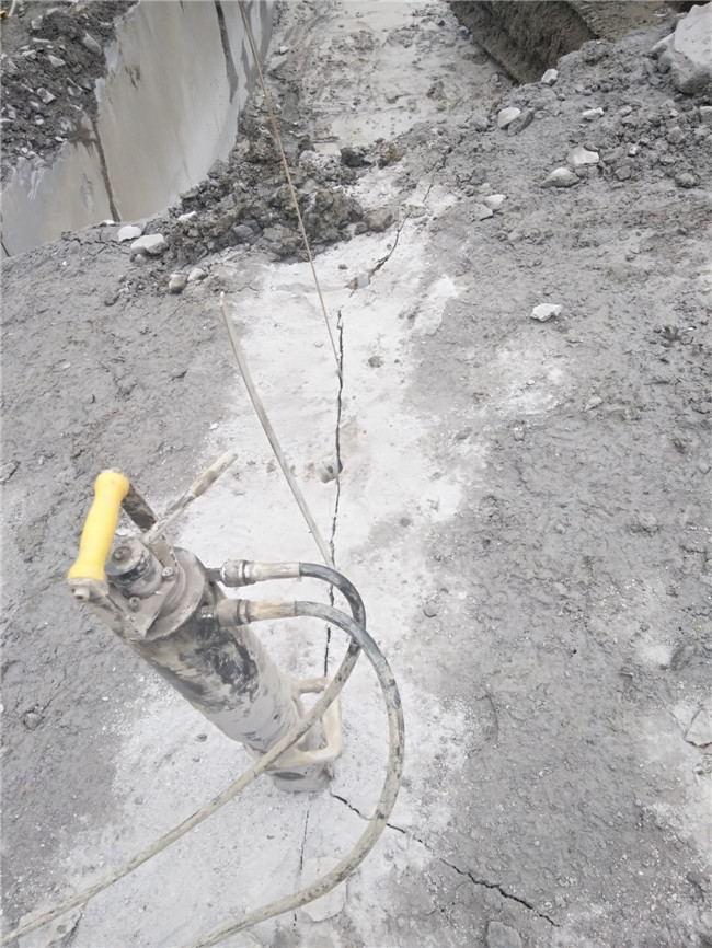 山东省东营市高坡上石头破除用破石器石头分裂机