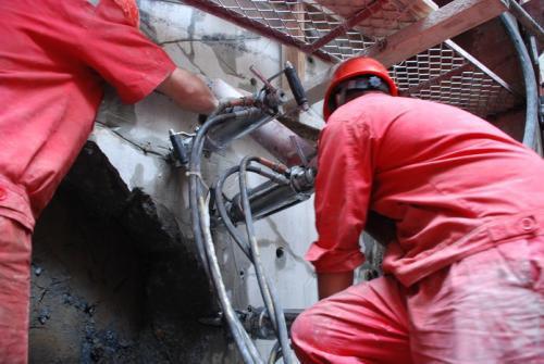 安徽安庆采石头不让放炮用什么机器掘进劈裂机产量高