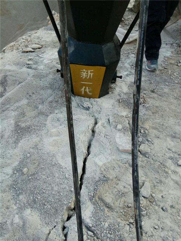 西藏省大理石岩石二次解体用岩石劈裂机劈裂棒见效快。