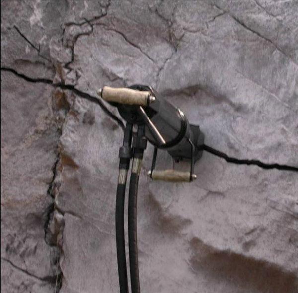 西藏开采铁矿破硬石头设备太原有售M