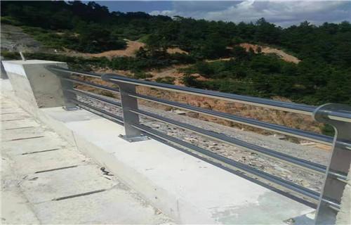 海南桥梁护栏立柱板价格实惠