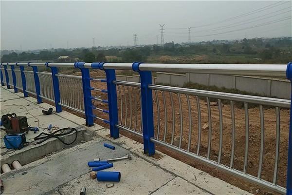 济南防撞护栏用不锈钢复合管108*3.5