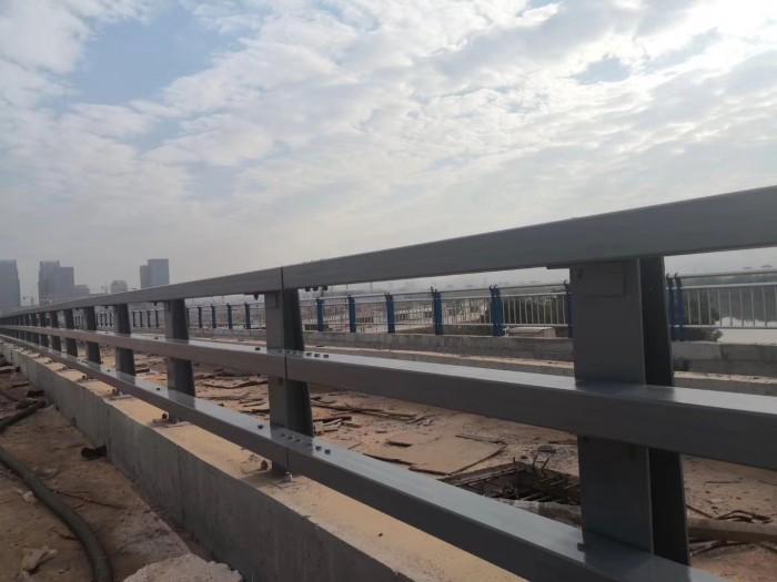 河源桥梁304碳素钢护栏实力生产公司