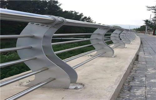 新疆护栏厂-专业生产加工钢结构桥梁护栏