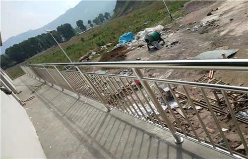 临汾护栏厂-定尺加工碳钢公路防撞护栏