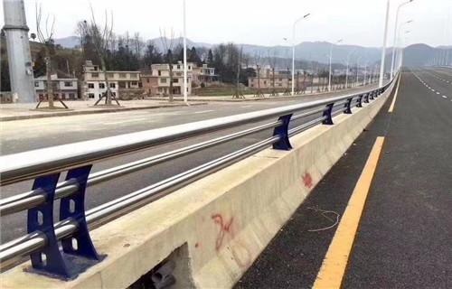 新余护栏厂-常年生产定做防撞钢板护栏立柱