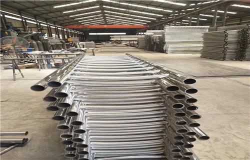 保定护栏厂-按图定做防撞钢板护栏立柱
