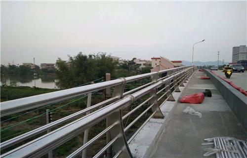 山东道路护栏用不锈钢碳钢复合管国标规格价格