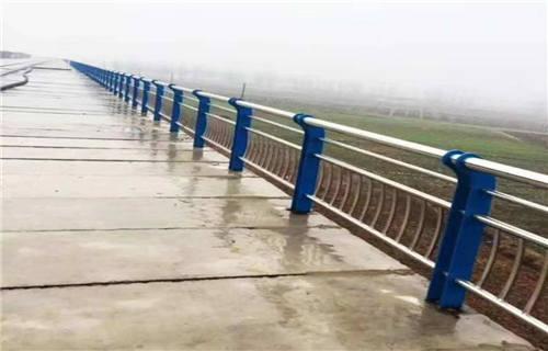 长沙铁管仿木纹景观护栏绝对出厂价