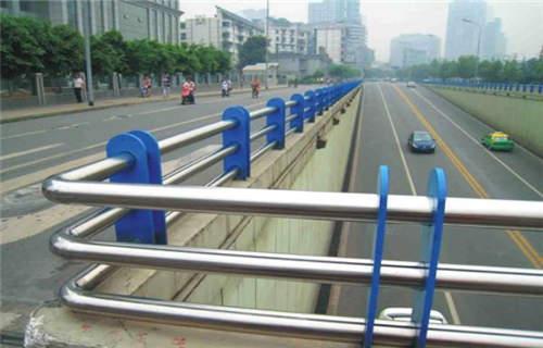 洛阳护栏大厂 不锈钢碳素钢复合管防撞护栏精湛的工艺