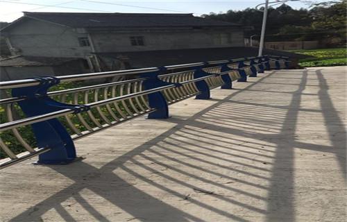 西宁不锈钢桥梁防护栏杆实体厂价格合理