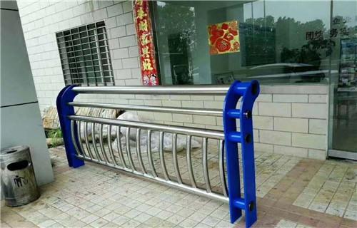 北京市昌区桥梁防撞护栏-q235碳素钢护栏价格
