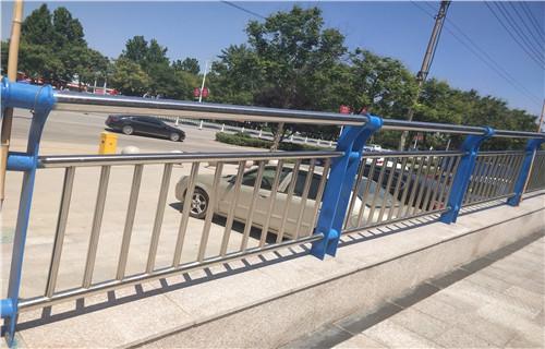 阿坝市理县桥梁防撞栏杆-不锈钢复合管护栏价格