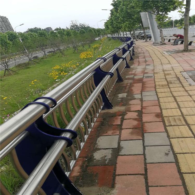 德阳河道桥梁防撞护栏安装解决方案