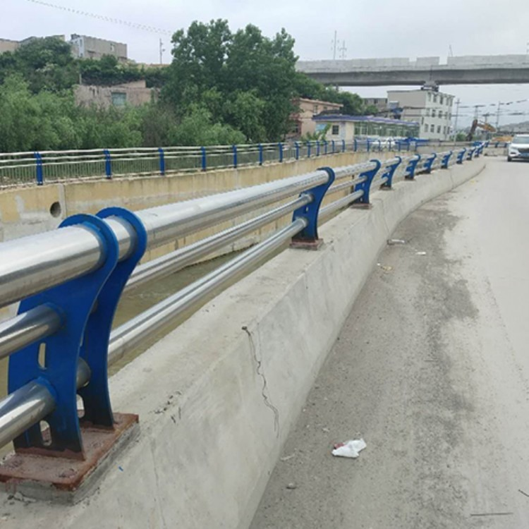 张家界交通镀锌方钢防撞护栏厂优惠详情