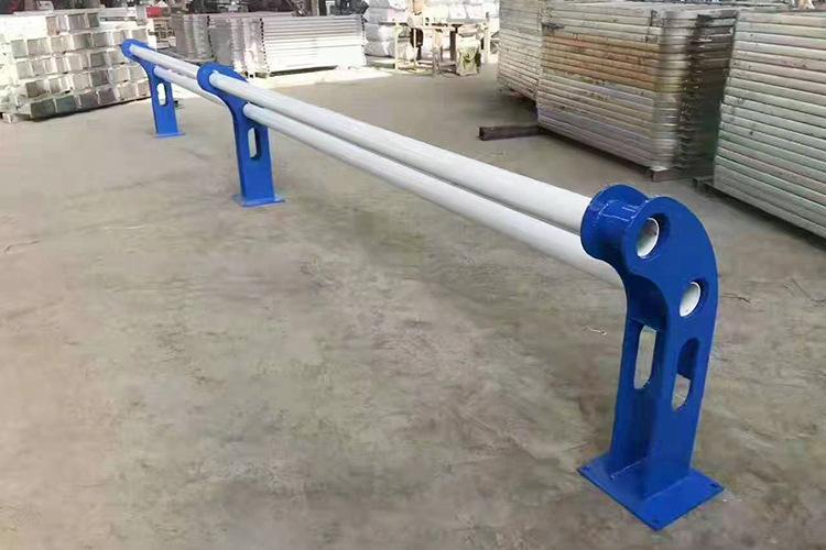 山东防撞桥梁护栏支架材质好质量优