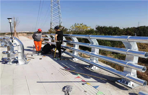 德阳桥梁两侧护栏/不锈钢碳素钢复合管扶手规格齐全