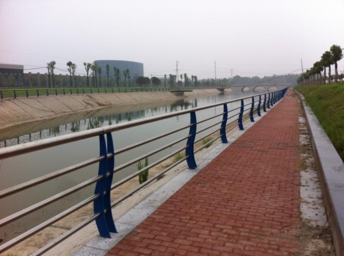 山东桥梁栏杆q235立柱专业生产