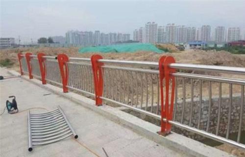 马鞍山不锈钢道路交通护栏桥梁钢板立柱喷塑