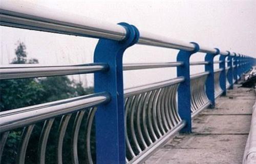 黑龙江立柱预埋钢板道路交通隔离护栏