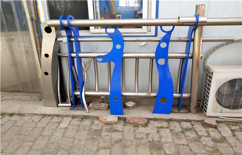 厂家批发:怀化不锈钢复合管道路护栏精工制造厂商