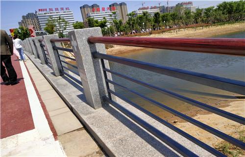 厂家批发:池州不锈钢复合管道路护栏欢迎来厂参观