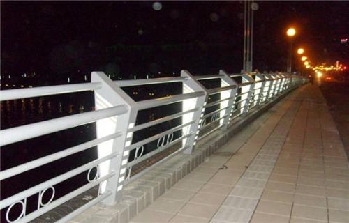 新闻:惠州复合不锈钢管护栏随时发货快