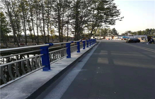吕梁桥梁护栏立柱板行业专注