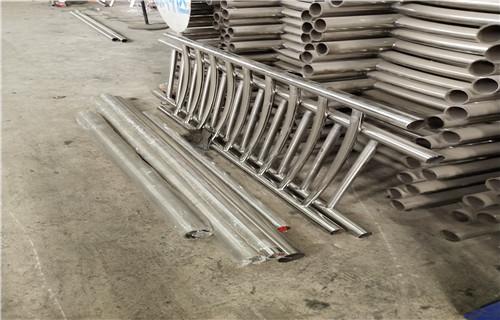 资讯:惠州机动车道隔离护栏新颖的设计