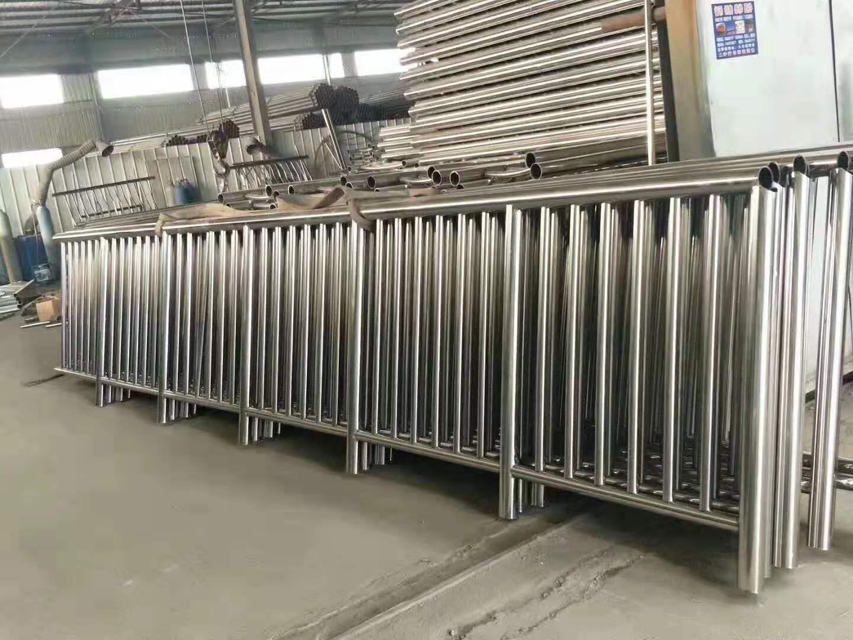 西藏不锈钢护栏立柱镀锌喷塑