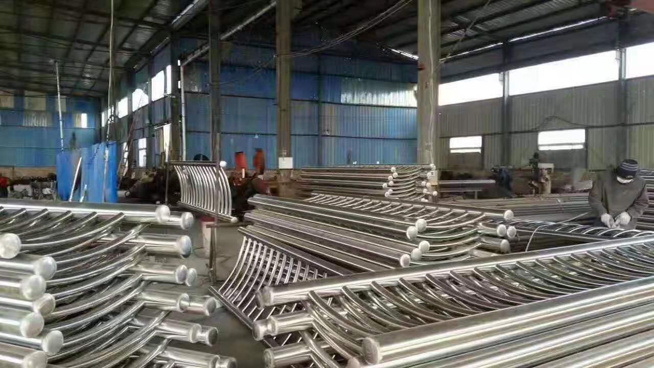 安庆不锈钢复合管栏杆立柱镀锌喷塑