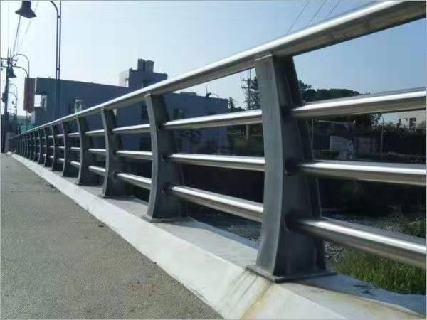 黔西南不锈钢河堤护栏厂家定做安装