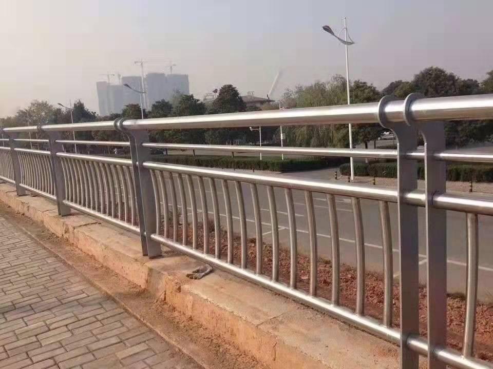 安庆201不锈钢道路隔离护栏多少钱