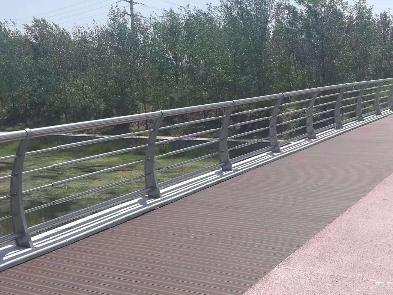 黑龙江304不锈钢道路隔离护栏生产厂家