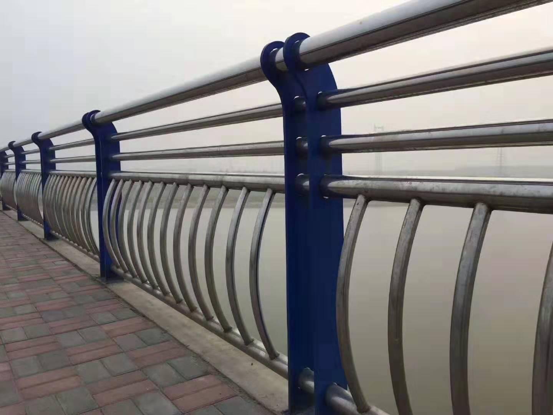 马鞍山201不锈钢河堤防护栏杆制造厂家