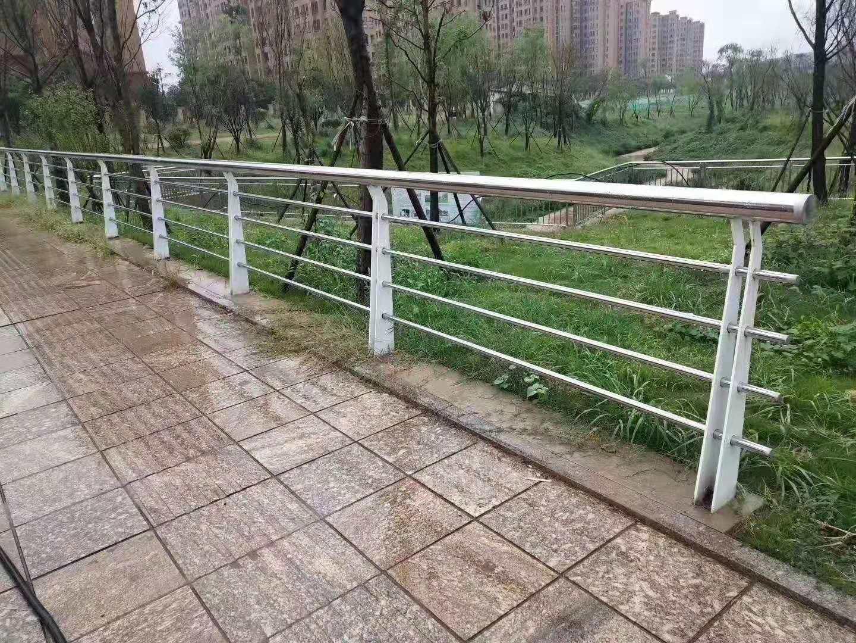 北京不锈钢天桥栏杆哪里有厂家