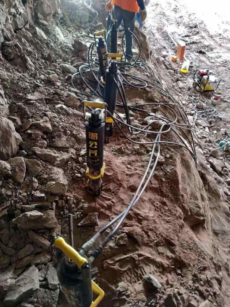 临沂矿山硬石头液压劈裂机分裂机