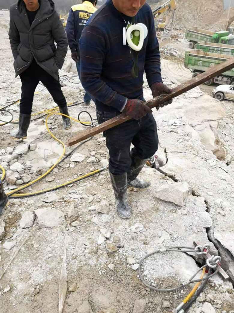 西藏大型石灰石矿用锤打不动岩石分石机