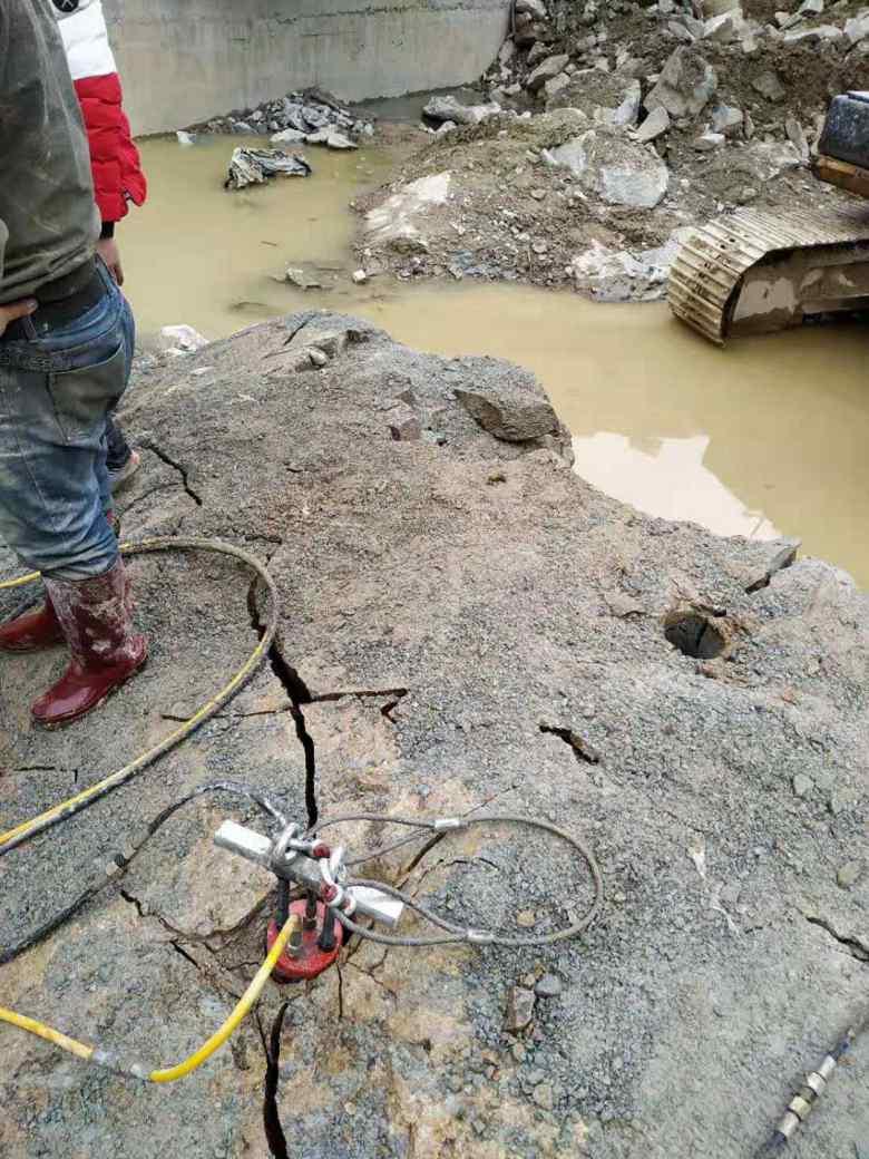 马鞍山市海城新闻镁石矿开采破石头什么设备