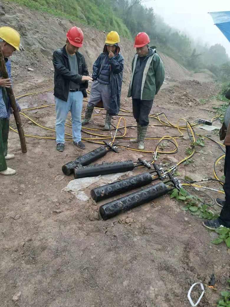 廊坊露天矿开采岩石劈裂机破岩石机械劈裂棒