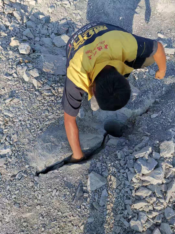 阿坝市采石场开采柱塞式岩石劈裂棒