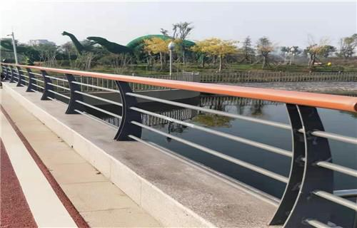 海口不锈钢复合管护栏多少钱一米厂家