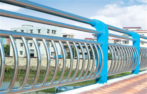 海南桥梁安全栏杆安装很方便