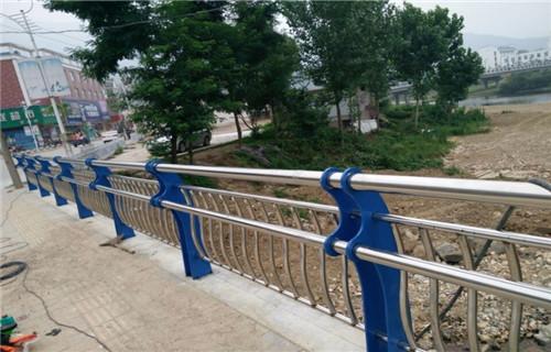 海南桥梁中央防撞护栏各种规格