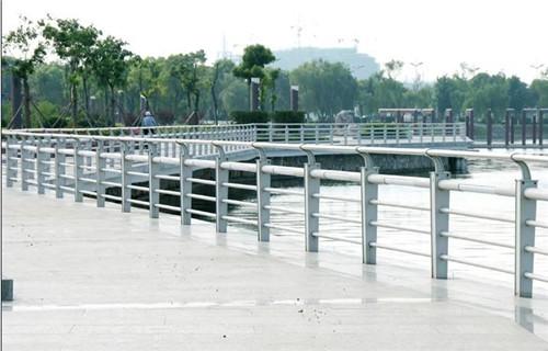 莆田复合管钢板护栏价格优惠