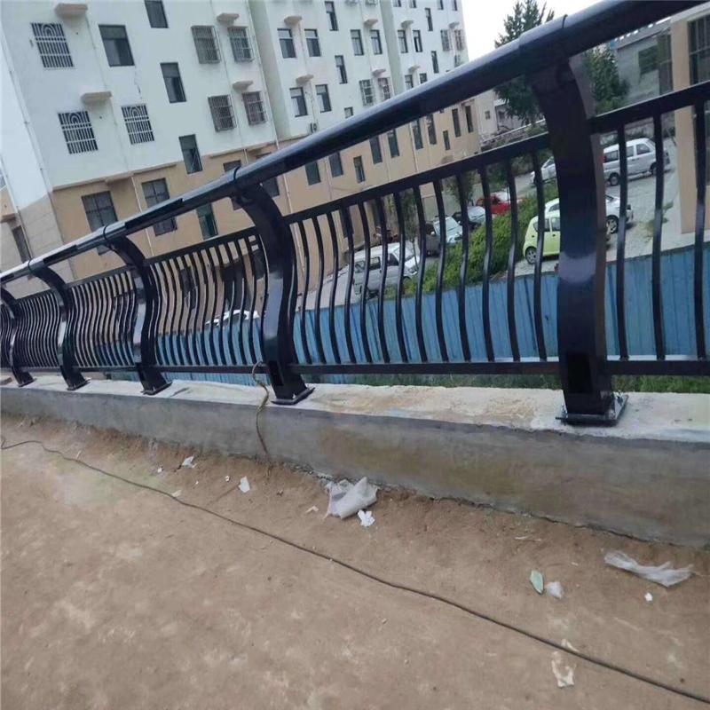 河南省洛阳市不锈钢碳素钢复合管护栏