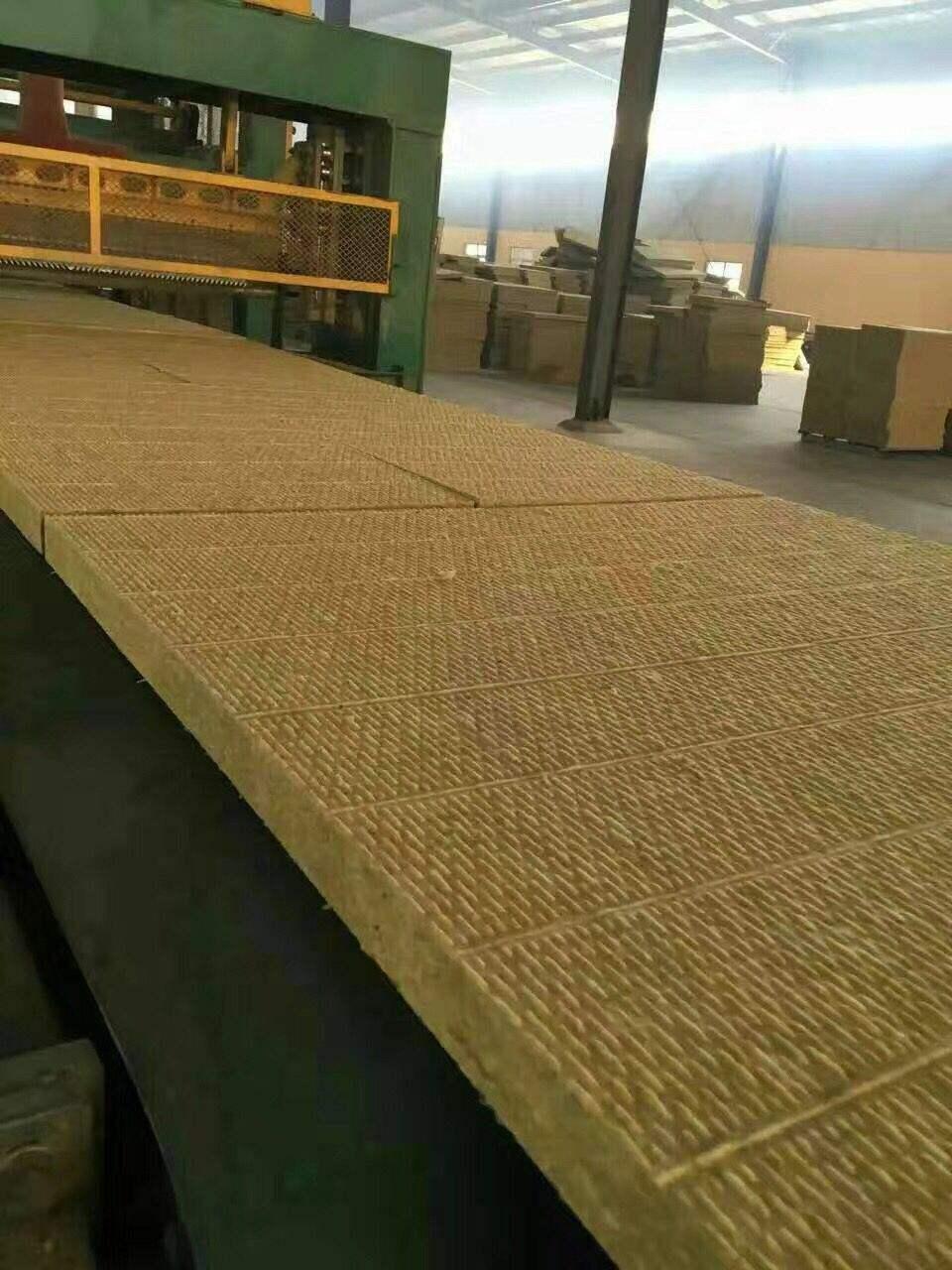 洛阳屋面保温岩棉板每平米价格
