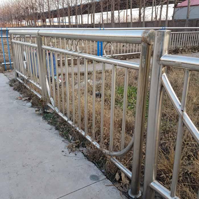 防撞护栏景观护栏立柱驻马店防撞钢护栏